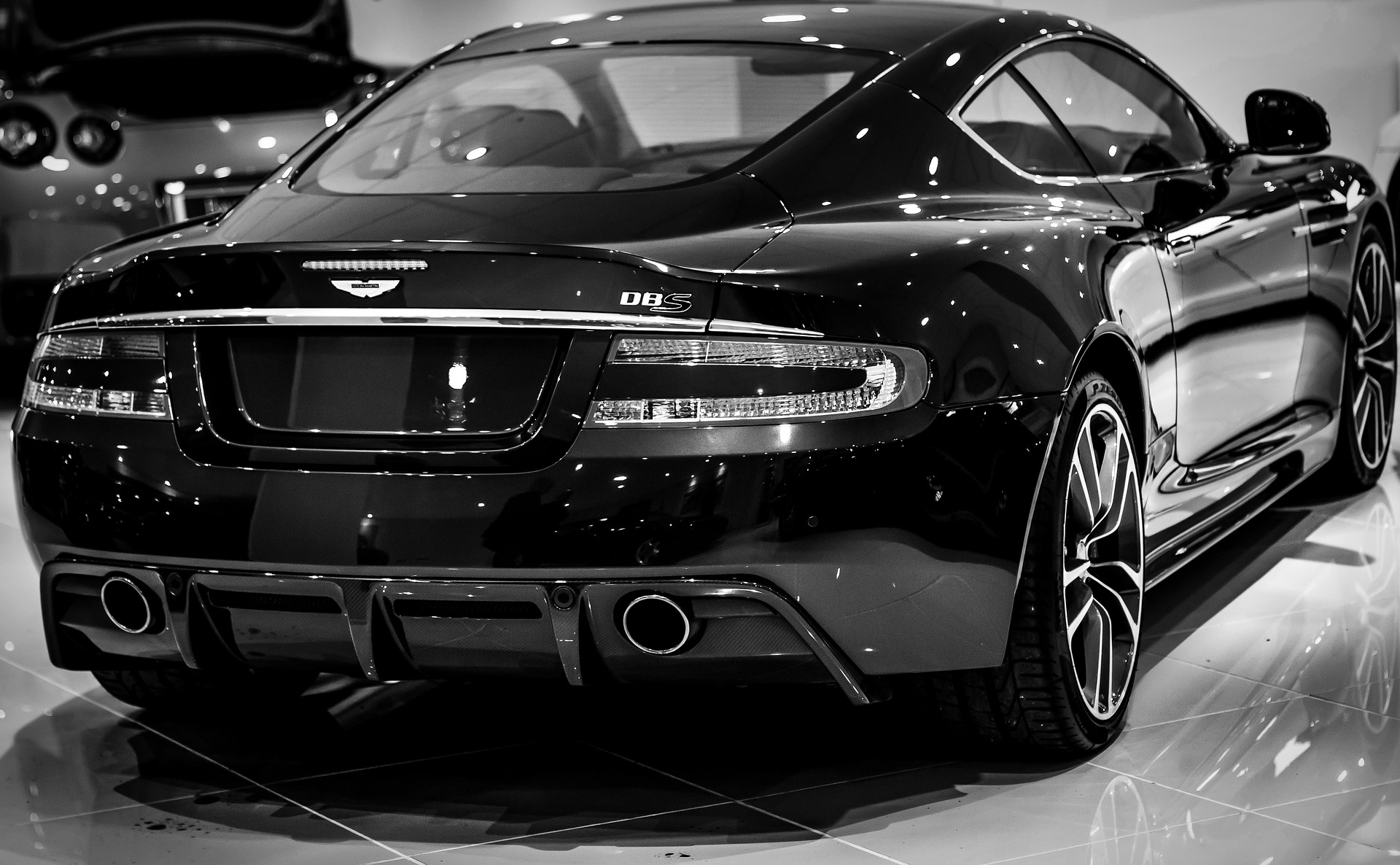 Les Voitures Aston Martin les Plus Populaires - Caractéristiques et Prix