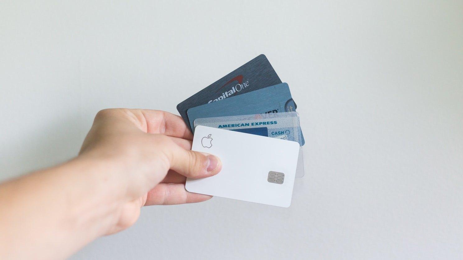 Les 15 Choses à Considérer Avant de Choisir une Carte de Crédit