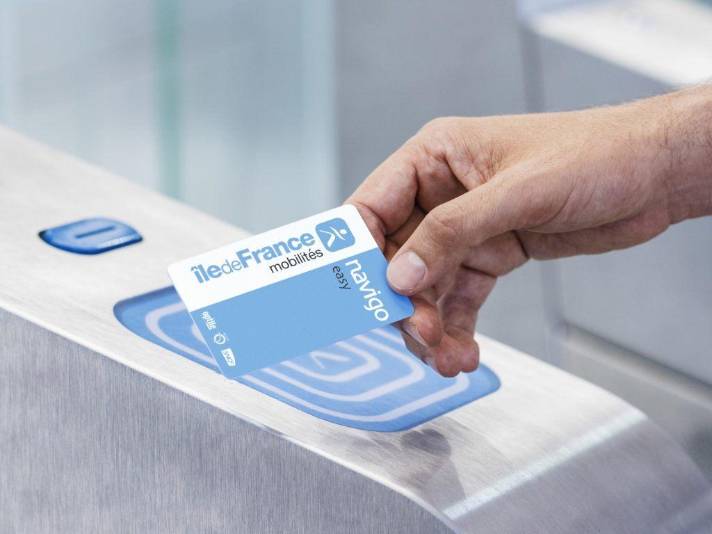 Apprenez à Recharger une Carte de Métro avec une Carte de Crédit - En Savoir Plus